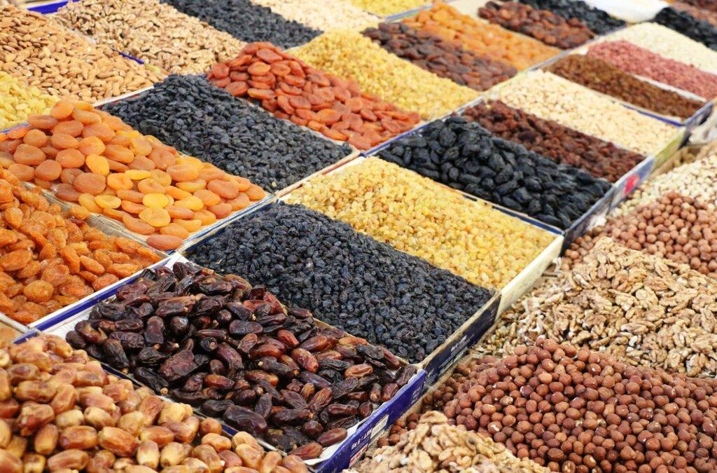 Как выбрать поставщика орехов и сухофруктов оптом?